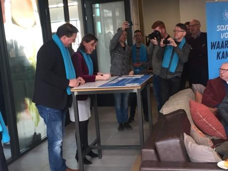 Samen met Jan Willem en  Tweede Kamerlid van de ChristenUnie Stieneke van der Graaf ondertekenden  elf instanties in Kampen het actieplan Waardig Ouder Worden!